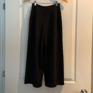 Lululemon wide leg culotte pant in black -size 4